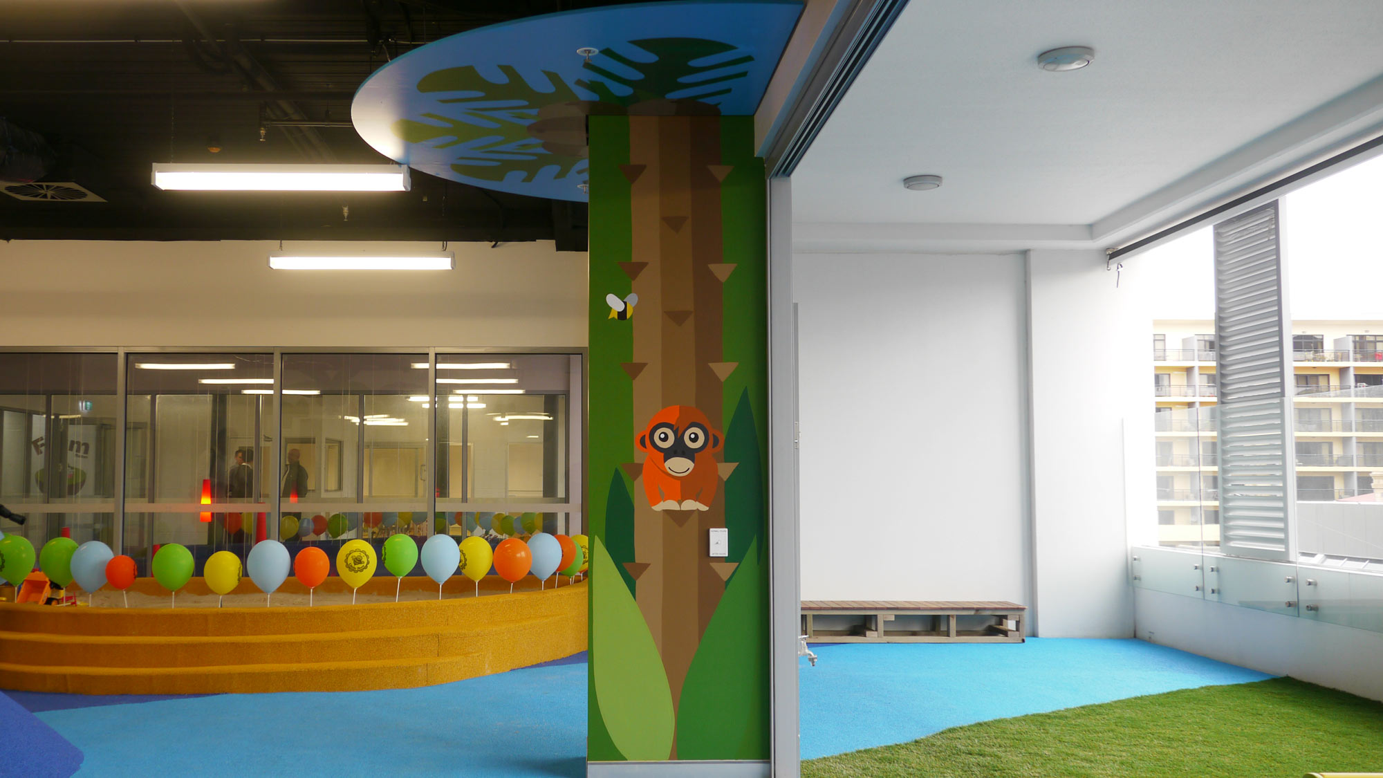 the-art-of-wall-child-care-center-jungle-room-column
