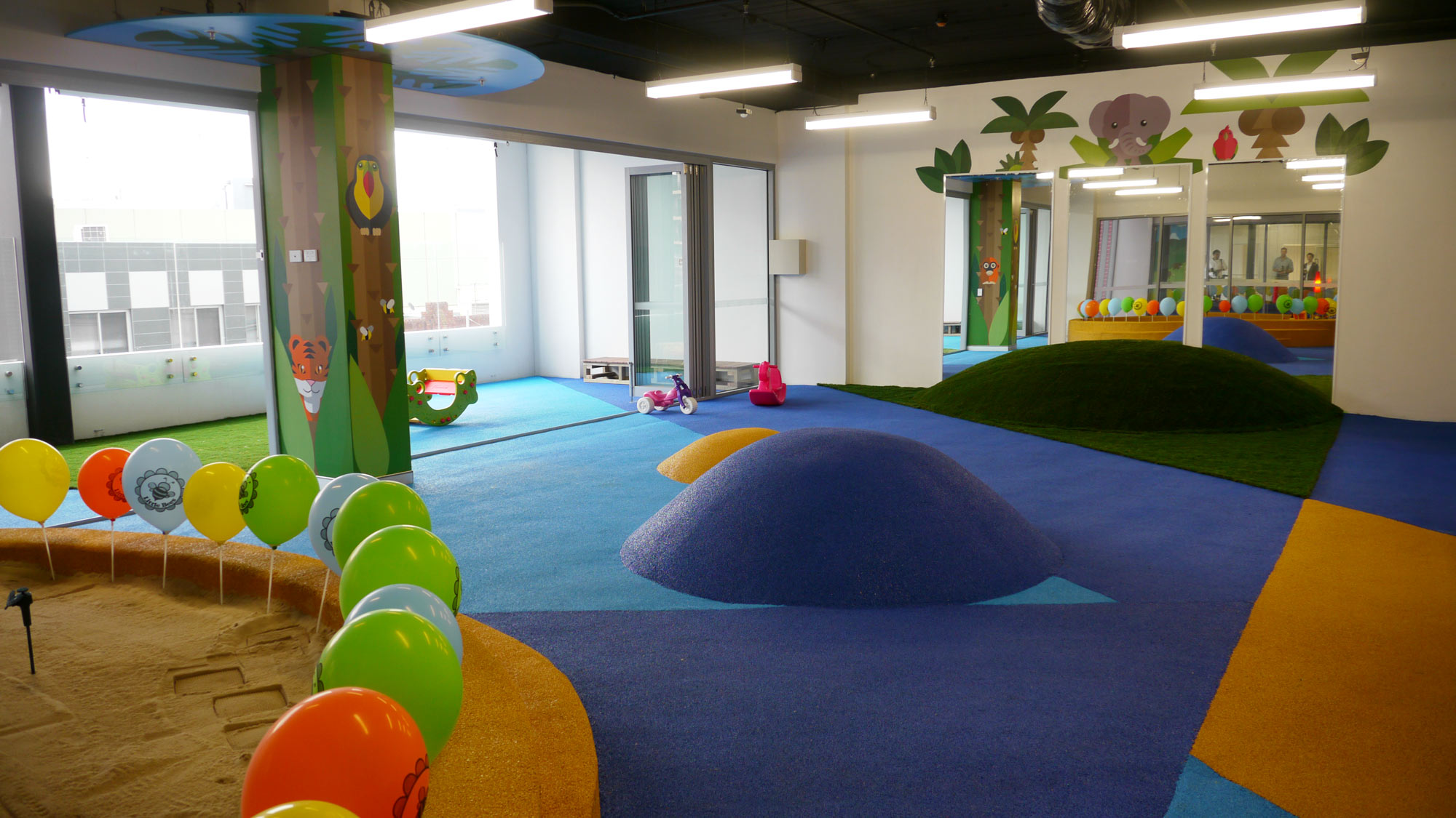 the-art-of-wall-child-care-center-jungle-room-column2