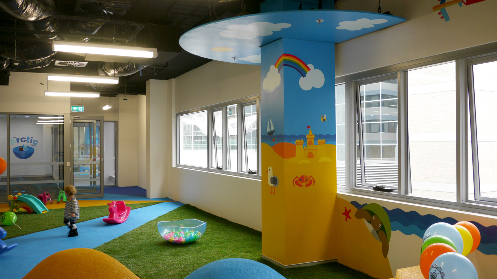 the-art-of-wall-child-care-center-mural-beach-room-1600x900
